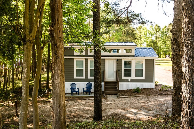 Waterview Family Style Two Bedroom Cabin #6 at Long Cove Resort - Flexible, holiday rental in Clover