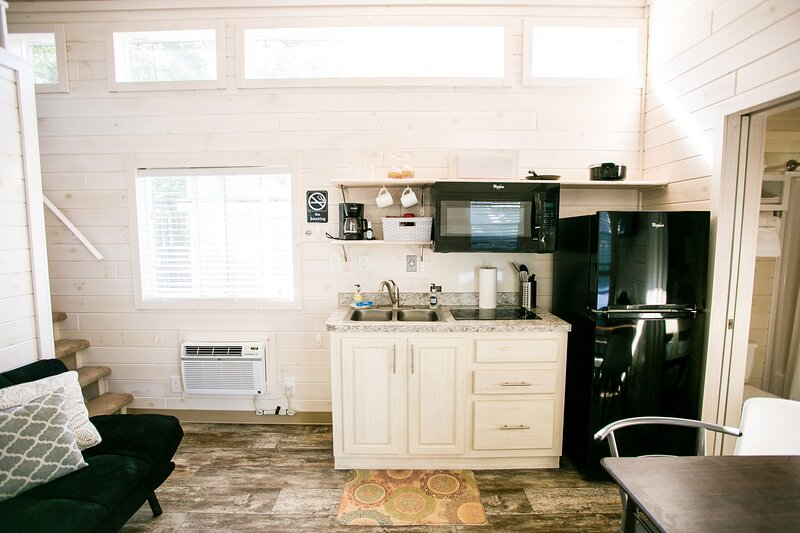 Waterview Family Style Two Bedroom Cabin #8 at Long Cove Resort, vacation rental in Belmont