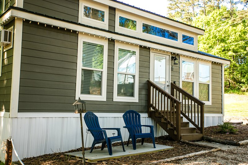 Waterview Family Style Two Bedroom Cabin #7 at Long Cove Resort, vacation rental in Belmont