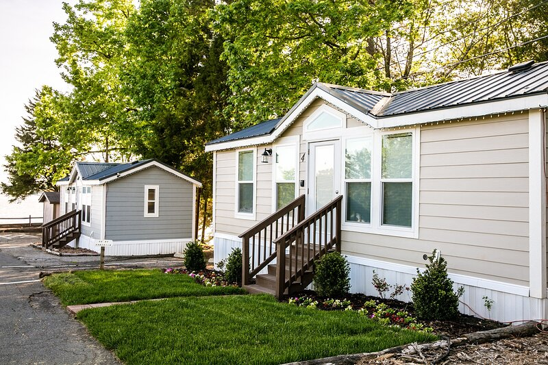 Lakefront Property One Bedroom Cabin #3 at Long Cove Resort - Flexible, holiday rental in Clover