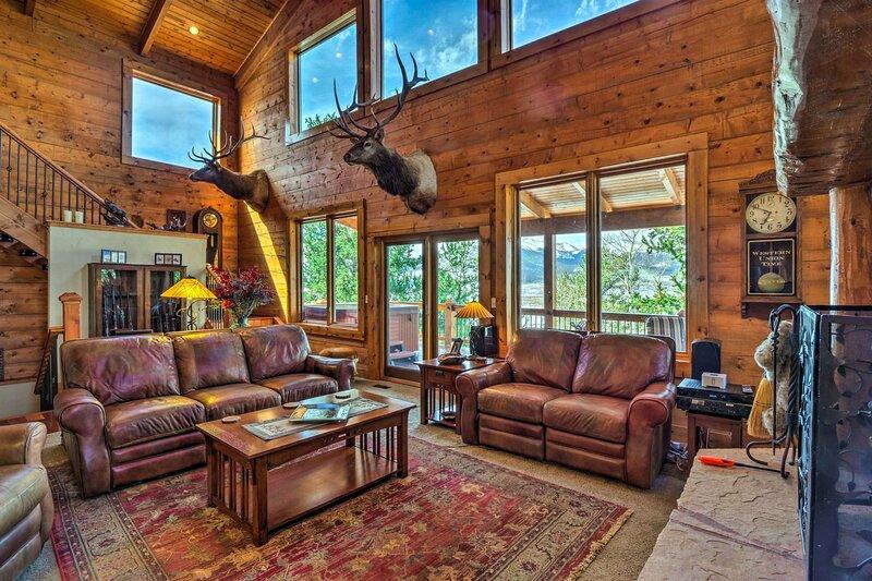Luxury Home, Views, Hot Tub & Chef Kitchen, holiday rental in Shawnee