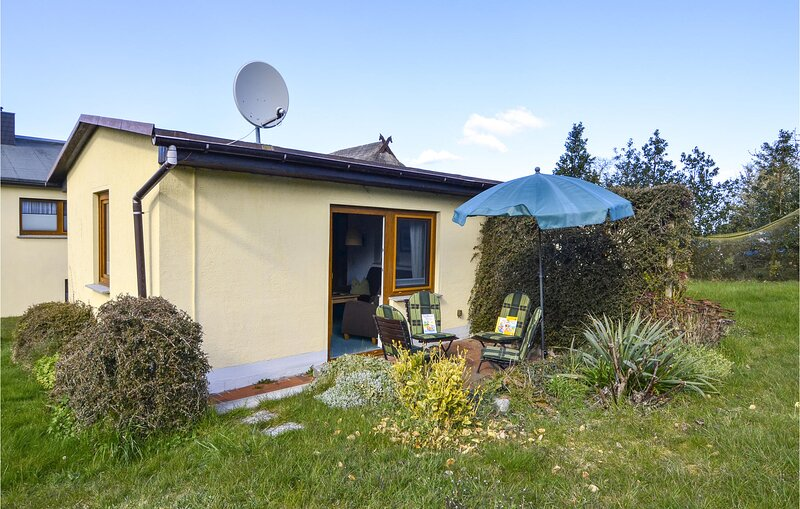 Awesome home in Mariendorf with WiFi and 2 Bedrooms (DMR441), holiday rental in Alt Reddevitz