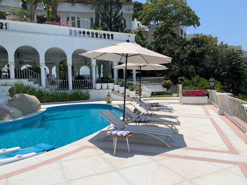 Villa Jade Acapulco - Full service staff villa, vacation rental in Acapulco
