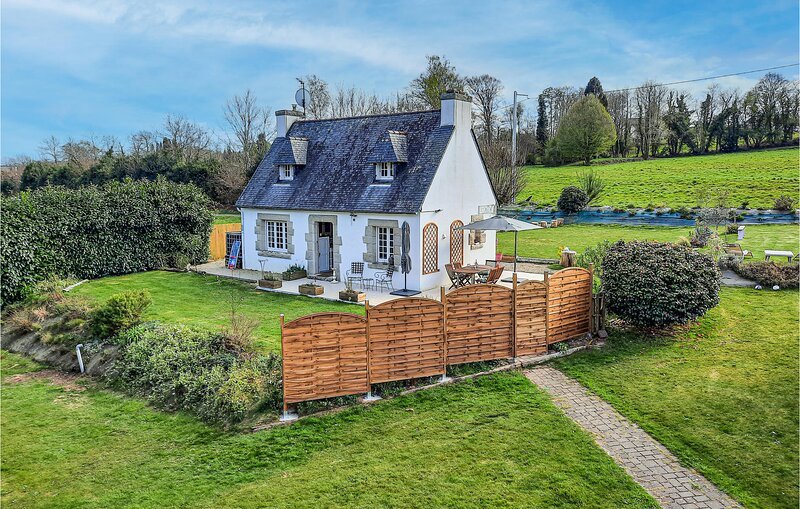 Amazing home in Pleuven with WiFi and 2 Bedrooms (FBF648), location de vacances à Pleuven