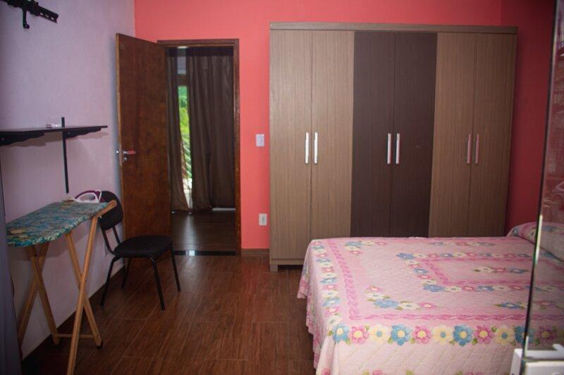 Casa equipada para 7 pessoas c/ vista p/ montanha, vacation rental in Maringa