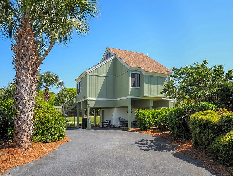 Absolutely beautiful villa!!  Great location, close to beach and neighborhood pool.