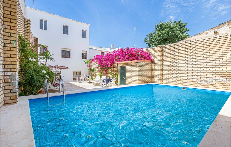 Beautiful home in Sevilla with Outdoor swimming pool and 5 Bedrooms (EAC548), holiday rental in Marchena