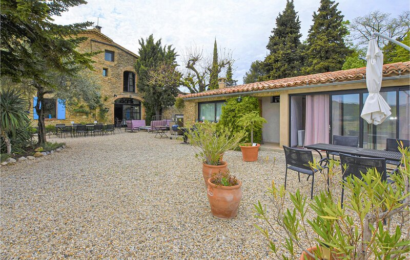 Beautiful home in Faucon with Outdoor swimming pool, Heated swimming pool and 6, vacation rental in Puymeras