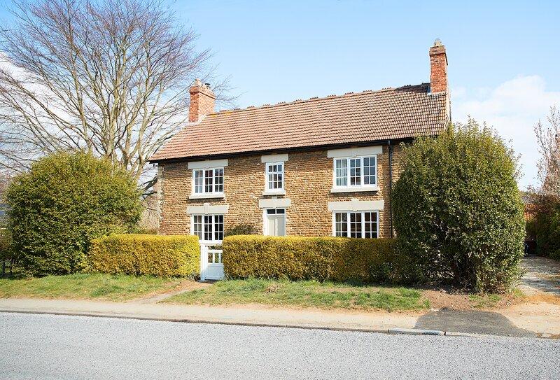 Chanting Hill Farmhouse, holiday rental in Burythorpe