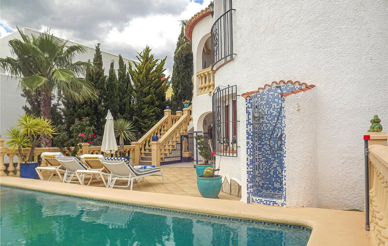 Stunning home in L'Atzúbia with Outdoor swimming pool, WiFi and 2 Bedrooms (EBI, holiday rental in Adsubia
