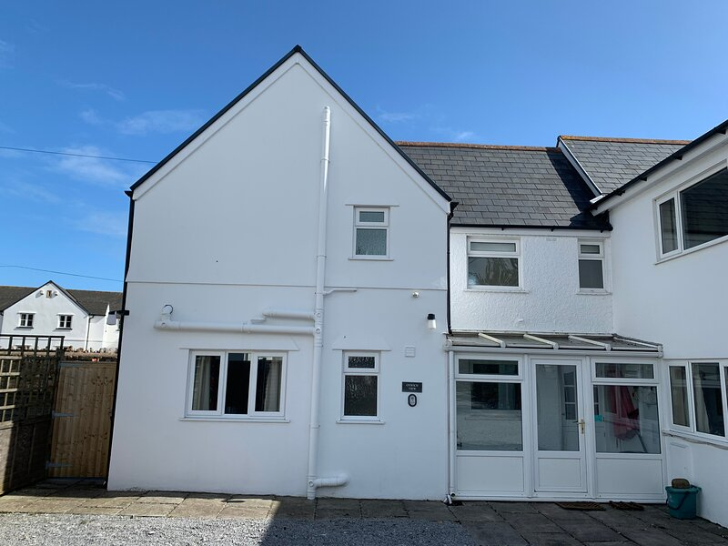 Oxwich View Cottage, holiday rental in Port Eynon