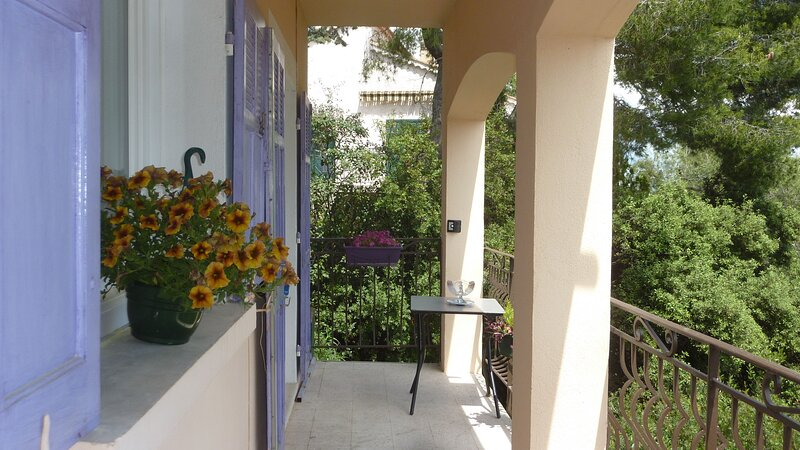 Nice apartment with terrace & Wifi, location de vacances à La Garde