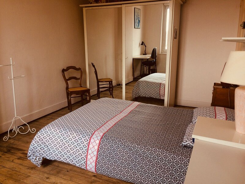 Amazing house with garden & Wifi, holiday rental in Ludres