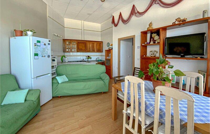 Stunning apartment in Cabo de Palos with Outdoor swimming pool, WiFi and 4 Bedro, alquiler de vacaciones en Cabo de Palos