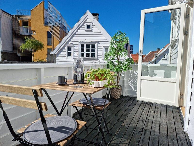 beautiful 2-bedroom In City Center, Wbalcony Free Parking, location de vacances à Jorpeland