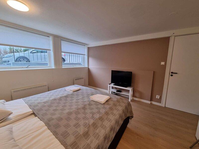 Deluxe Room 4 Rent, King-sized Bed, Near Center, location de vacances à Jorpeland