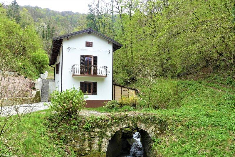House By The Stream, location de vacances à Solkan
