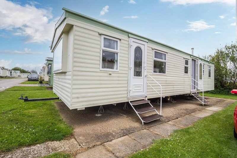 Lovely 8 berth caravan for hire at Skipsea Sands Holiday Park ref 41124WF, holiday rental in Barmston