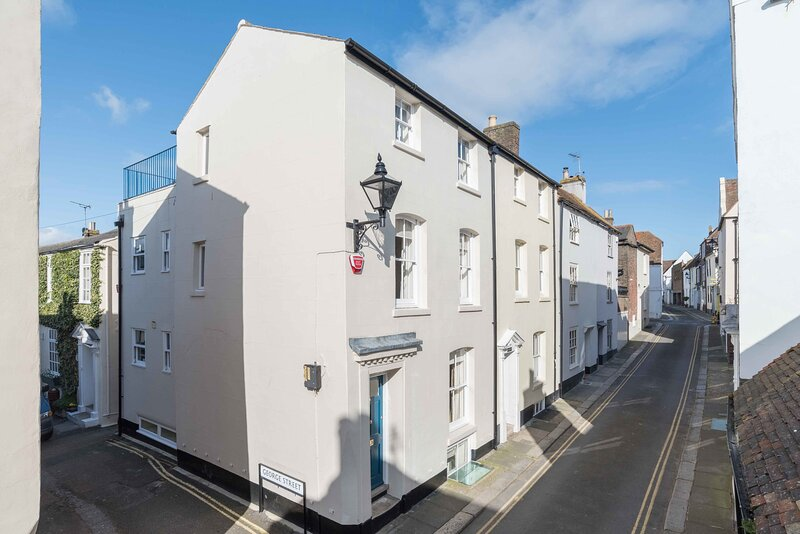 Georgian townhouse with sunny roof terrace 1 min to the beach, holiday rental in Walmer