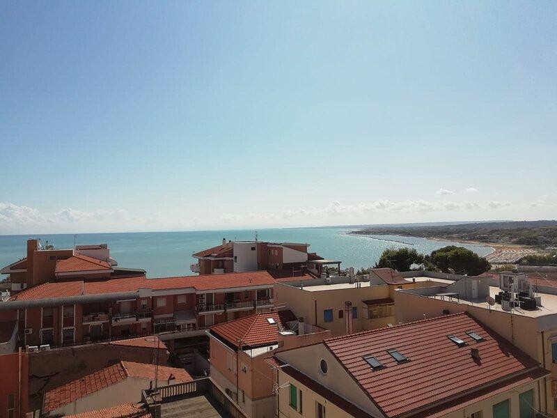 Grande appartamento centrale vista mare, holiday rental in San Giacomo degli Schiavoni