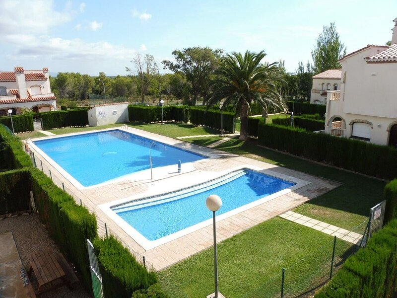Beautiful house with shared pool, vacation rental in Masriudoms