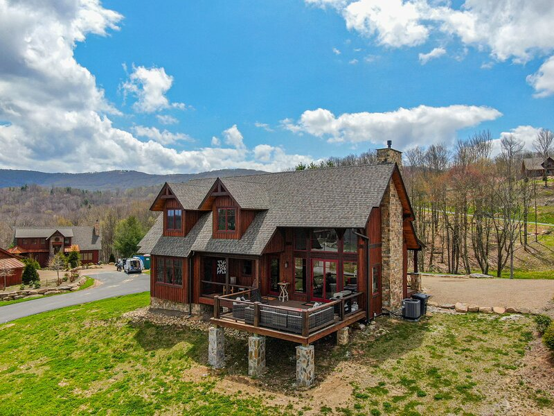 Red White & Views at Eagles Nest, holiday rental in Roan Mountain