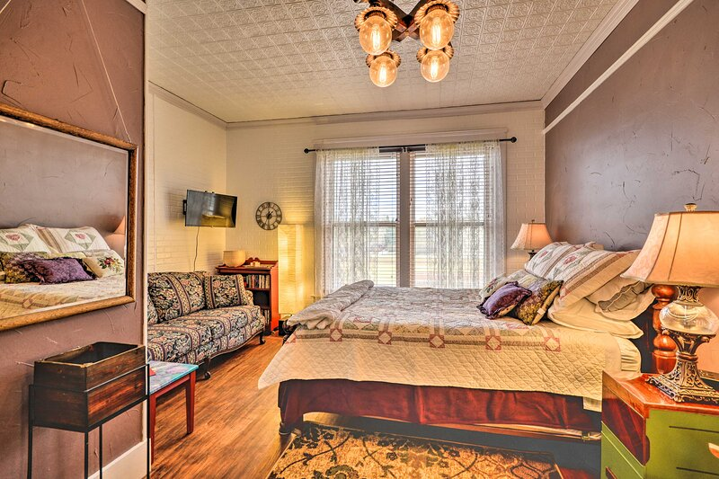 NEW! Adorable, Historic Apt Near Bighorn Mountains, holiday rental in Buffalo