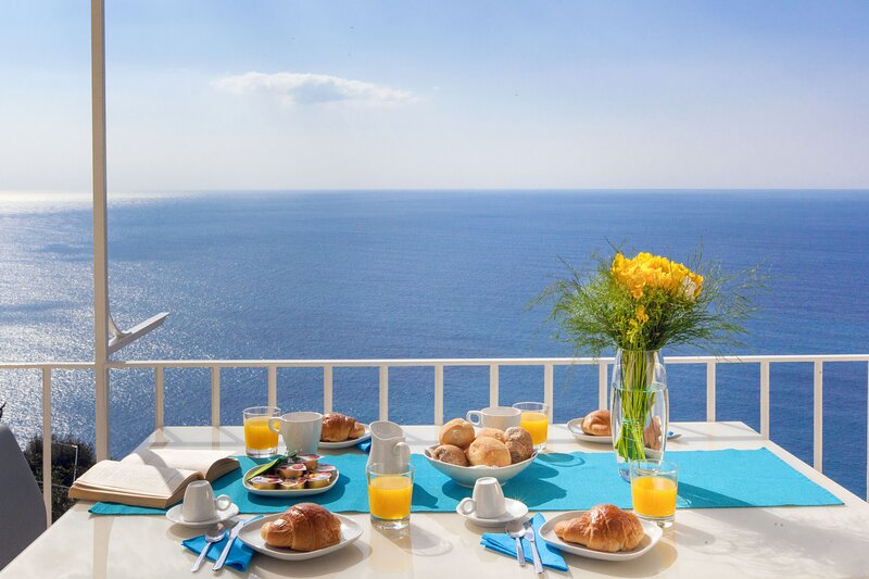Montepertuso Apartment Sleeps 8 with Air Con - 5890516, holiday rental in Montepertuso