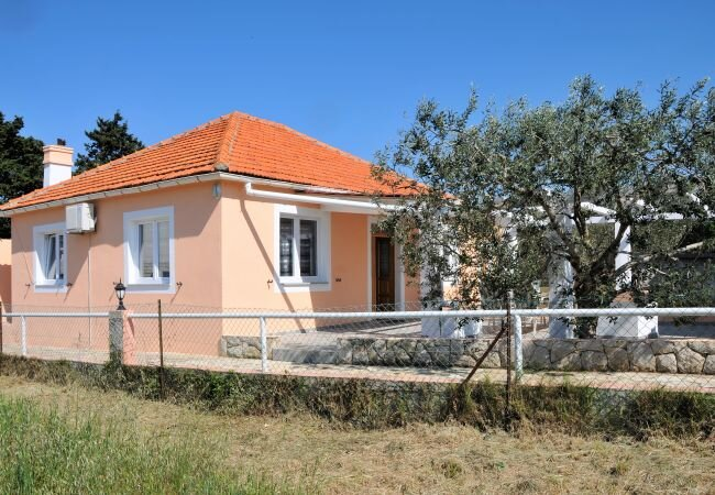 Sestrunj Holiday Home Sleeps 8 with Air Con and WiFi - 5890838, location de vacances à Muline