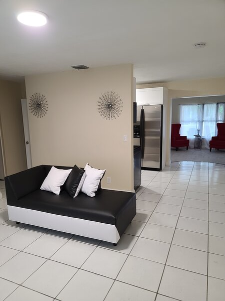 House with 2 master bed and 2 living rooms, holiday rental in Lauderhill