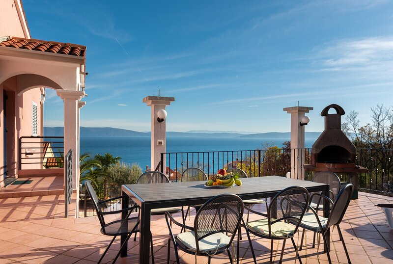 Five Bedroom Holiday Home Alis with Sea View, holiday rental in Ravni