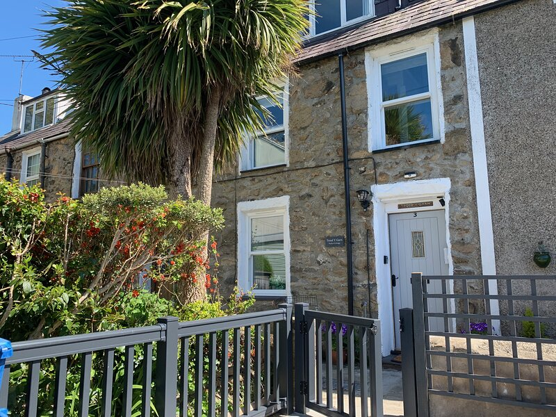 'Nefyn Cottage' - a perfect base for exploring the beautiful Llyn Peninsula., holiday rental in Nefyn