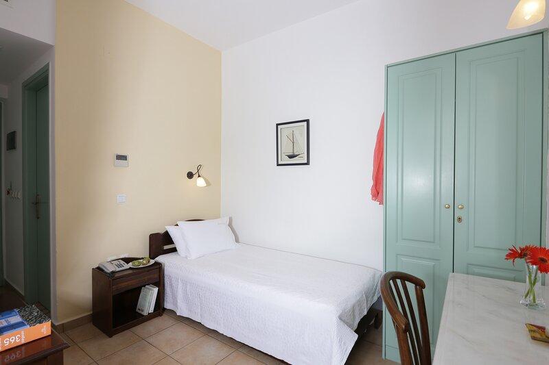 Olala Brazzera Hotel - Habitación individual con vista al jardín, holiday rental in Galissas