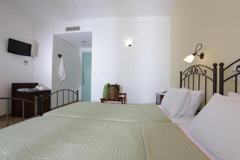 Hotel Brazzera - Habitación Doble con vista al jardin, holiday rental in Galissas
