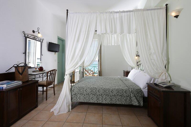 Hotel Brazzera - Habitación Doble Honeymoon, holiday rental in Galissas