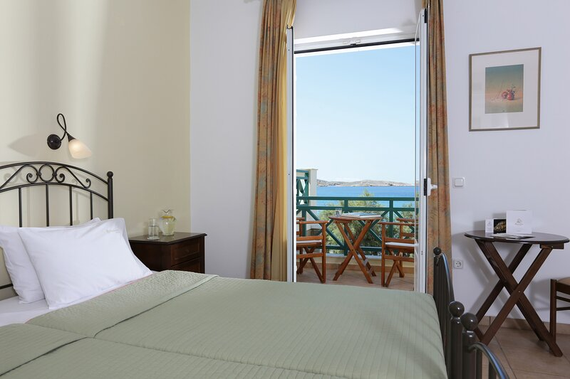 Olala Brazzera Hotel - Triple or Quadruple Con Vistas al Mar, holiday rental in Galissas