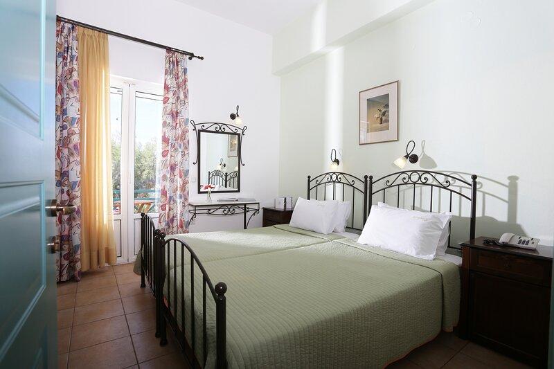 Olala Brazzera Hotel - Habitaciones conectadas con vistas al mar, holiday rental in Galissas