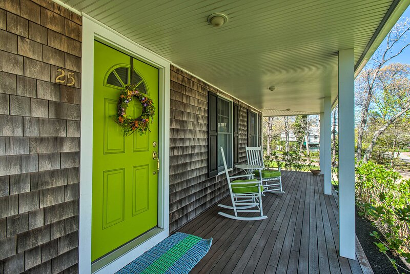 This classic 4-bedroom, 3-bathroom Colonial home rests in the Oak Bluffs area.