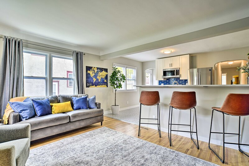NEW! Cozy Home: WiFi, Parking, 5 Mi to Dtwn Mpls!, Ferienwohnung in Minneapolis