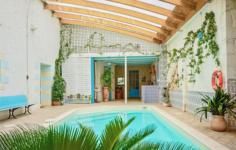 Awesome home in Port Ste Foy et Ponch. with Indoor swimming pool, WiFi and 7 Bed, holiday rental in Le Fleix