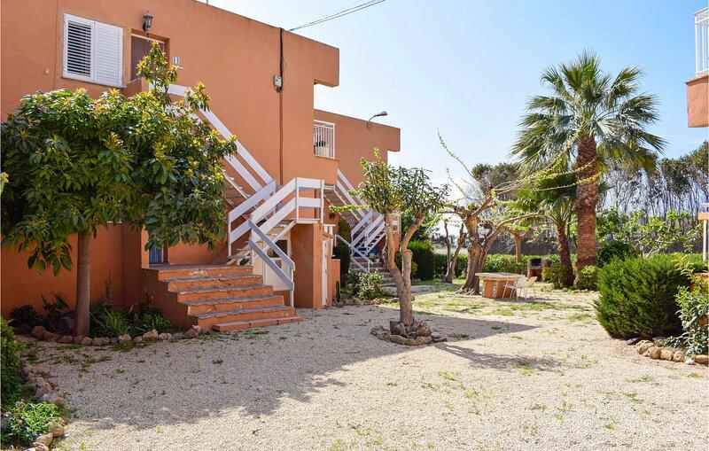Stunning apartment in Cartagena with WiFi and 2 Bedrooms (ECC906), alquiler de vacaciones en Cabo de Palos