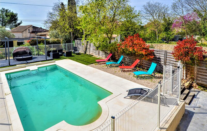 Beautiful home in Nîmes with Outdoor swimming pool, WiFi and 4 Bedrooms (FLG622, holiday rental in Caveirac
