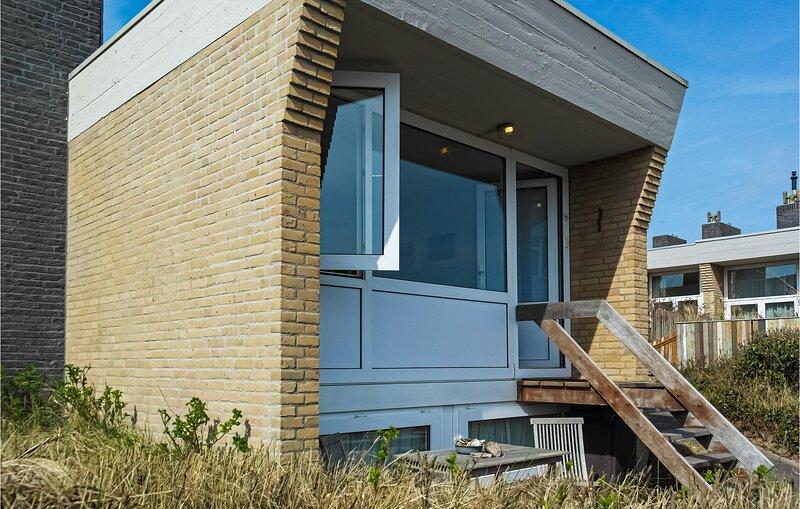 Amazing home in Bergen aan Zee with WiFi and 2 Bedrooms (HNH539), holiday rental in Bergen aan Zee