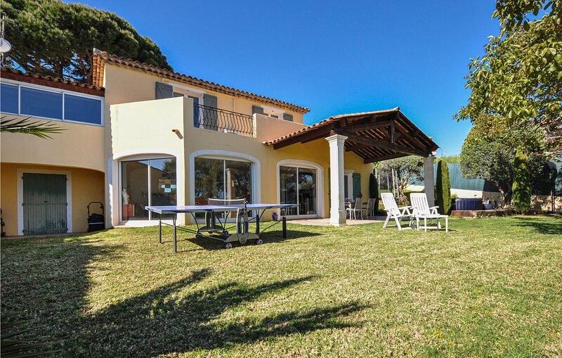Stunning home in Cagnes-sur-Mer with WiFi and 3 Bedrooms (FCA781), alquiler de vacaciones en St-Laurent du Var