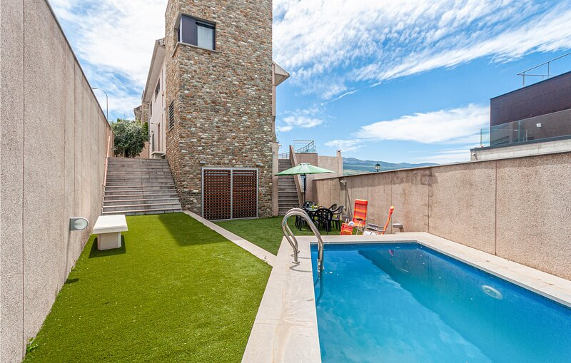 Beautiful home in Granada with Outdoor swimming pool, WiFi and 5 Bedrooms (EAC55, holiday rental in Huetor Vega