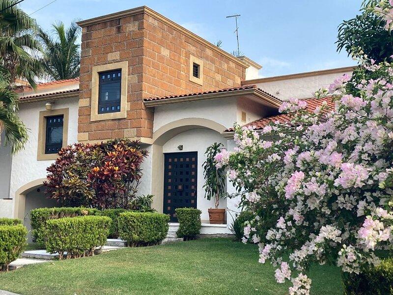 Stunning 11 persons House in Lomas de Cocoyoc Mex, alquiler vacacional en Yautepec
