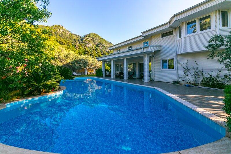 Villa Blanc İçmeler Daily Weekly Rentals, location de vacances à Icmeler