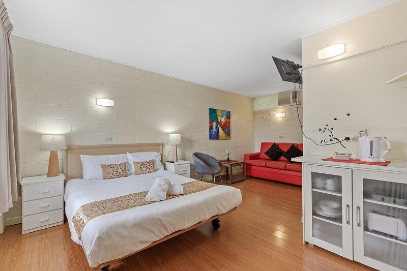 Room 1 Gazebo Motor Inn - Clean Rooms with Private Bath, holiday rental in Numurkah