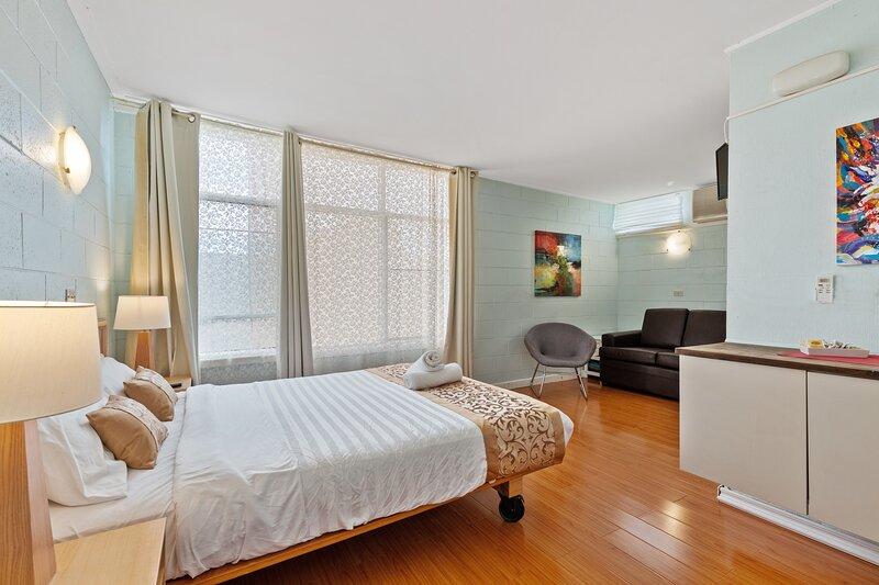 Room 5 Gazebo Motor Inn, Best Value Near Murray with Private Bath, holiday rental in Numurkah