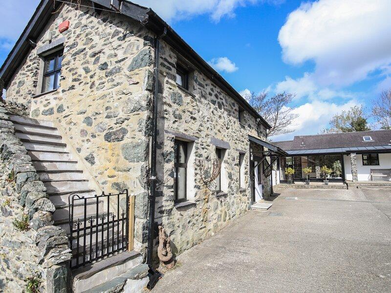 BRYN EIRA STABLES, 5 Bedroom(s), Pet Friendly, Llanfair Pg, location de vacances à Llanfairpwllgwyngyll